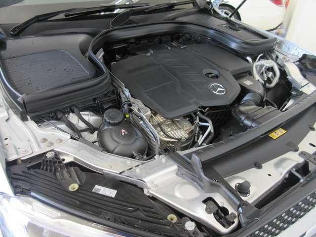 エンジンルーム:当店では、第三者機関による外部鑑定を導入。日本自動車鑑定協会、いわゆるJAAAによる鑑定をおこない、鑑定書を発行しております。