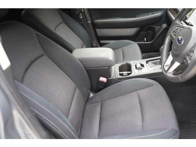 【運転席】 綺麗、清潔に仕上げております☆内装の綺麗なお車は気持ちが良いですし、コンディションの良い車が多いです♪納車時にはもう一度綺麗に致します。