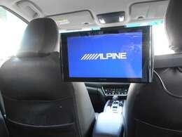 アルパイン製リヤ席モニター装備。