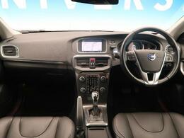 ボルボ「V40 T4 SE」が入庫しました!!ボルボならではの高級感あるデザインになっております。