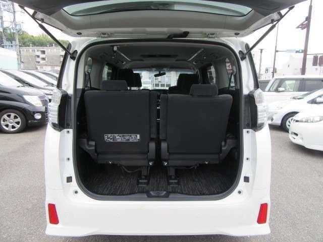 トランクはサードシートがあるためほとんどありません!ですが