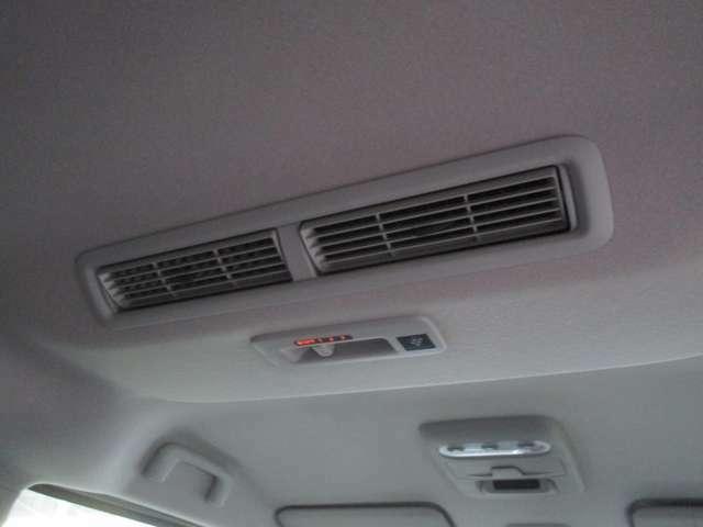 後席の空気を循環するプラズマクラスター機能付きリアサーキュレーター装備!!