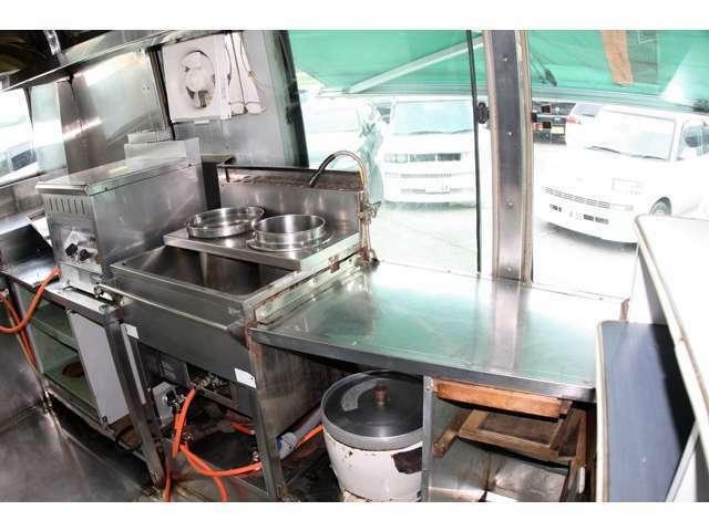 スティンクスでは自社工場完備で車検や板金修理なども確かな技術を格安にてご提供させて頂きます!