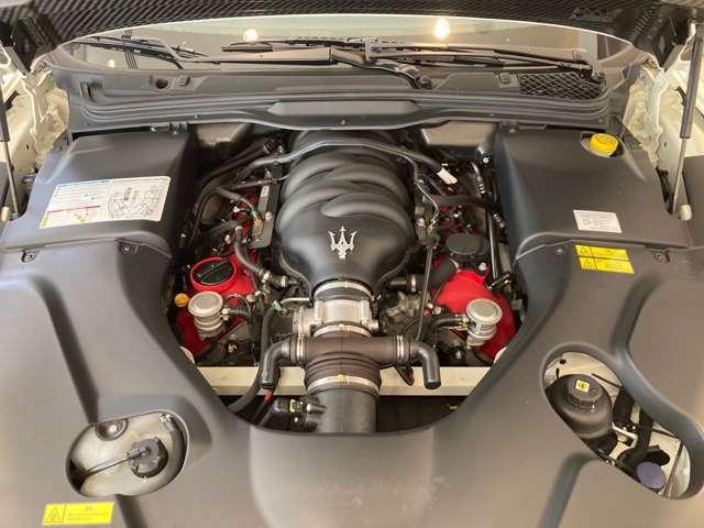 フェラーリ製4.7L V8ユニット 自然吸気のイタリアンV8ユニットだけが発することができる伝説的なサウンドを官能的に奏でます