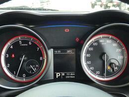 マルチインフォメーション採用。車両情報が確認することができます。