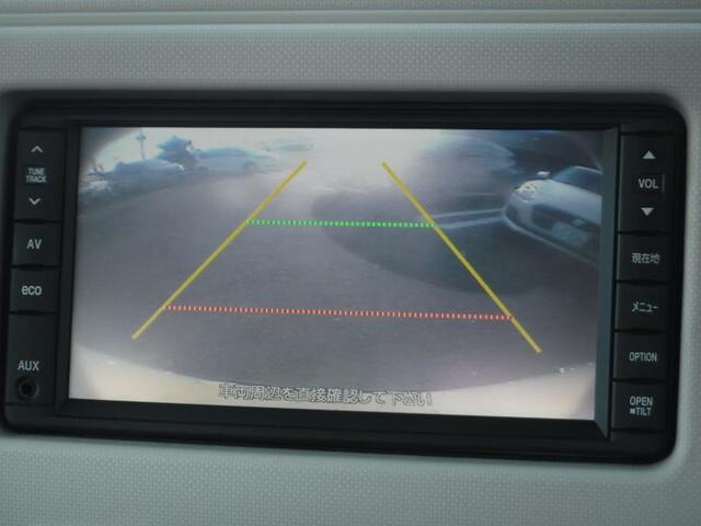 ◇カラーバックモニター対応 シフトレバーを「R」にすると、後方の映像をモニターに表示。