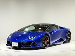 外装色は「Blu Sideris」 深い青のメタリックカラーとなります。