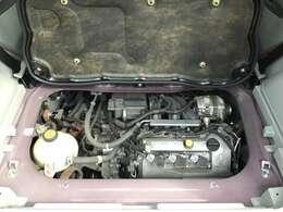 トランク下にエンジンやミッションを設置。重量バランスのいいクルマです!