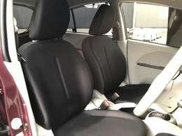 フロントシートは、ホールド性を重視