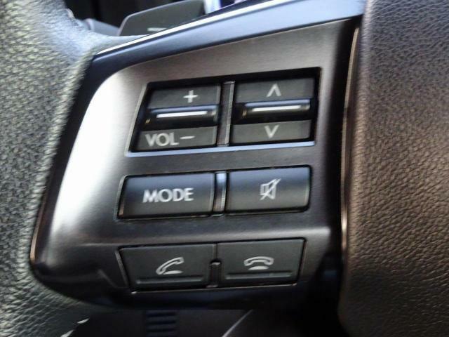 【純正ステアリングリモコン】ハンドルから手を離さずにオーディオの操作ができ、とても便利です◎