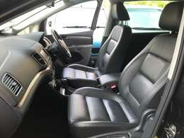 シートヒーター付きフルレザーシートが新車時のオプションで装着されています。