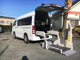 トヨタ ハイエースバン 2.0 ウェルキャブ Bタイプ ロング 車いす2名10人