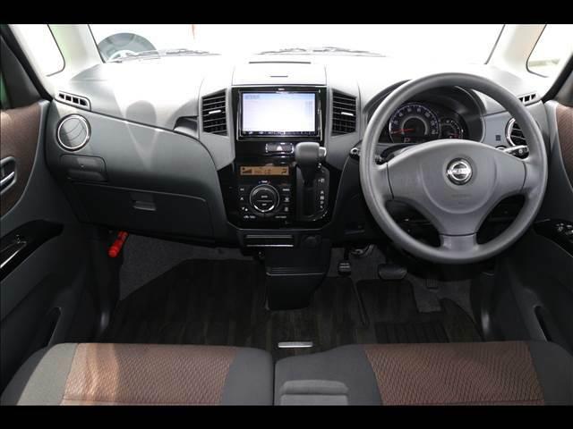 広々しているうえに、フロントガラスが大きく運転もしやすい運転席周りです!