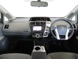 センターメーターの採用により、運転に必要なスイッチ類をドライバー側に集約し、直感的に使いやすいレイアウトになっています。