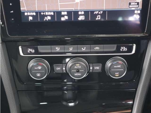 運転席、助手席でそれぞれ違う温度設定が出来るフレッシュエアフィルター付2ゾーンフルオートエアコン。