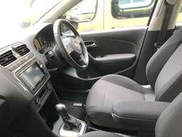 あると安心、カーナビももちろん装着されていますので不慣れな場所も運転に集中できます。