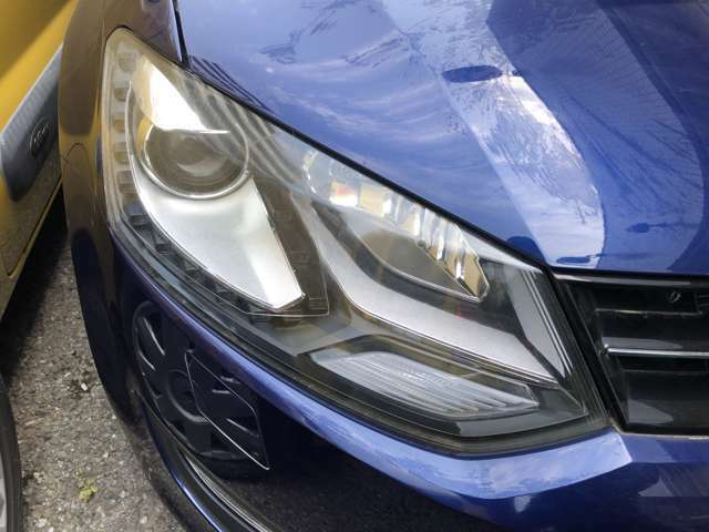 ハロゲンライトの数倍の明るさを誇る高寿命キセノンヘッドライトがオプション装着されていますので、安全運転を支える良好な視界を手助けします。