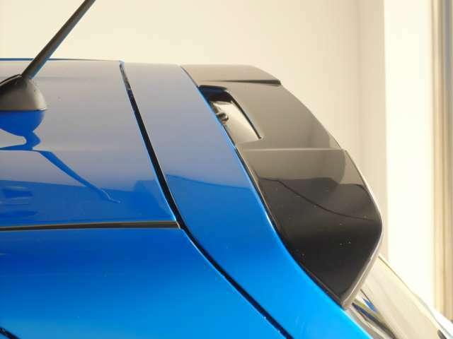 ボンネットラッピング、黒めがねガーニッシュ、ミラーカバー塗装、リアスポイラー塗装、前後バンパーロアガーニッシュ交換。