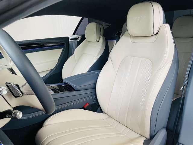 運転席は使用感なく綺麗な状態でお乗りいただけます。