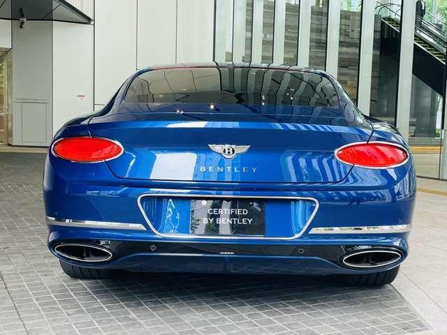 W12モデルらしい、楕円形のテールパイプとなっております。