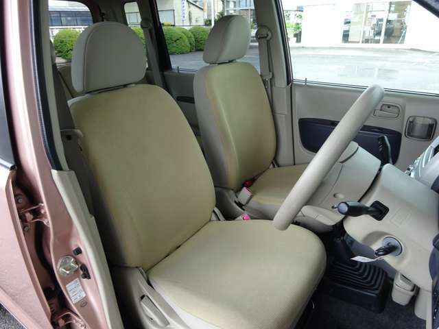 運転席シート画像になります。使用頻度が高いシートですが、目立つような大きな汚れやヘタリ等は御座いません。