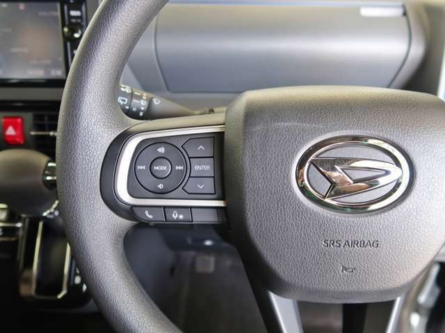 「ステアリングスイッチ」付きです♪ハンドルを握ったままの姿勢で、オーディオ操作(ボリューム調整・チャンネル切替・機器切替)などが出来ますので、運転に集中できますね☆