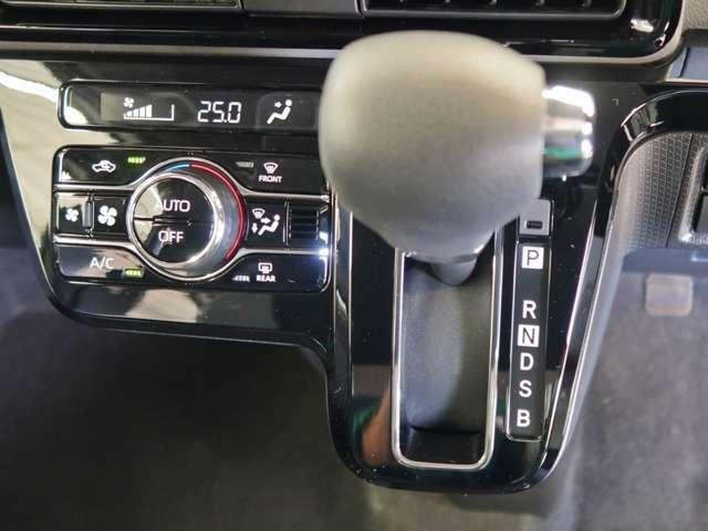 オートエアコン付です☆室内の空調管理も簡単に出来ますので、運転に集中できます。デジタル表示の温度設定ですので、細かな室内温度管理も出来ます♪