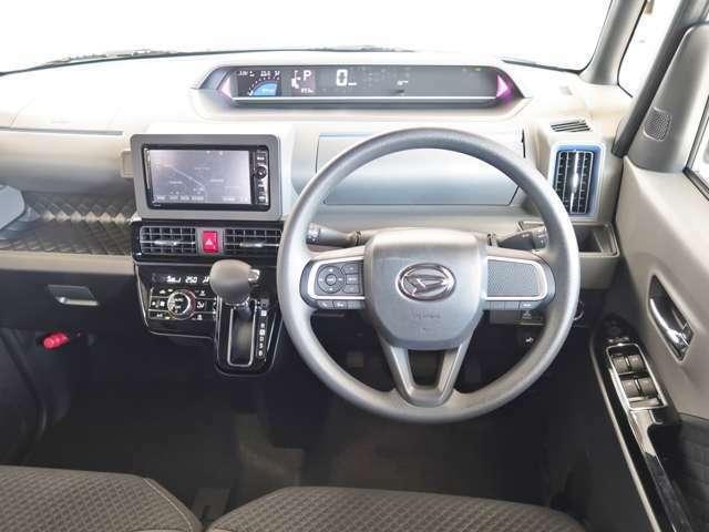 運転席から見た空間です。乗り降りもしやすく、収納スペース・操作性も、運転する時には、大切な事ですね!
