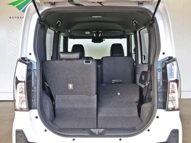 リヤシートは分割式なので、乗員や荷物も積み込めます!
