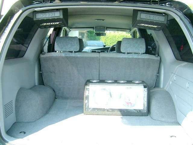 トランク内もとてもキレイ♪社外ウーハー&リヤBOSEスピーカー付き♪