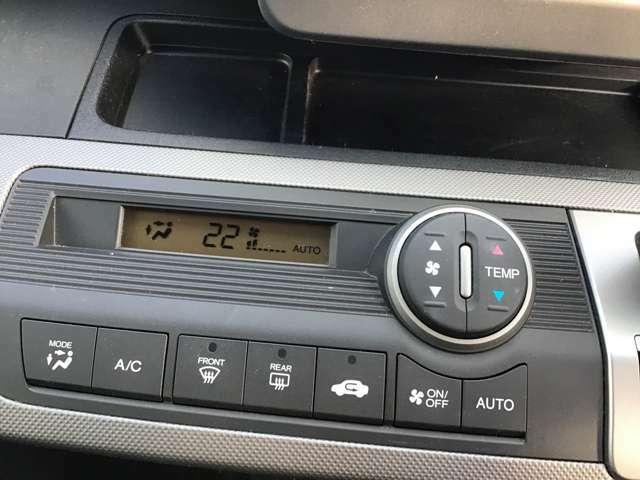 オートエアコンです。暑い夏も寒い冬も室内は快適です。