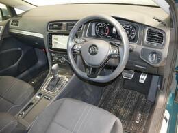 安心安定の変わらないインパネ周りで、ドライバーの運転をサポート致します。