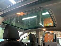 スタイリッシュガラスルーフ★開放感GOODです!!他の車種とは一味違ったドライブ、楽しんでみませんか