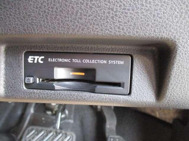 ETCならこんな利点が!!1. キャッシュレスシステムで、現金などを用意する必要無し!2. 料金所をノンストップで通過!3. 料金所付近での発進・停止の繰り返しがなくなり、排気ガスや騒音の発生が削減されます。