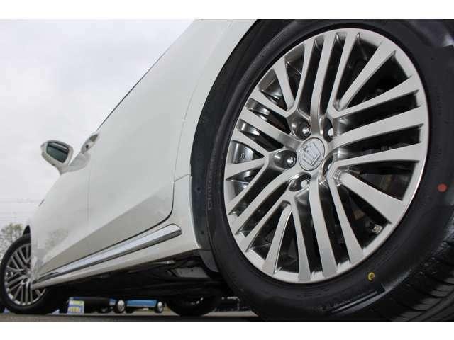 純正17インチアルミ&新品タイヤ装着♪週末見に行こうかなと思っている車は見つけた時点ですぐにご連絡下さい!お客様が見ていいなと思う物は他のお客様もいいと思っています。見つけたその時がタイミングです!