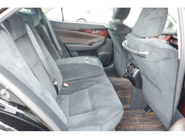 後部座席もとても綺麗な状態です。是非一度ご来店頂き、実車でご確認下さい!!