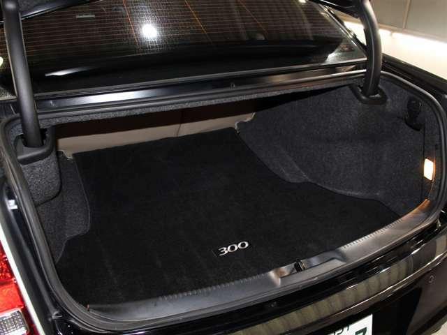 汚れや傷の付きやすいトランクスペースも綺麗な状態が保たれております。セダンタイプのお車にはなりますが、ラゲッジスペースは非常に広いです!