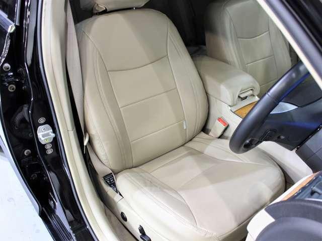 シートの状態も、非常に綺麗な状態が保たれております。レザー調ベージュシートカバー装備です。