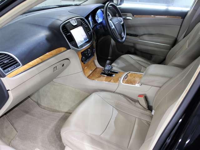 当社では提携先の輸入車正規ディーラーを中心に良質車のみを仕入れ、入庫後は2社の第三者機関(AIS)、(JAAA)にて修復歴等の品質チェックを行って頂き検査評価書を取得しております!