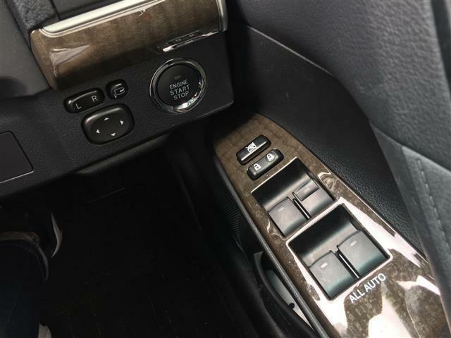 【電動格納式ドアミラー】狭い道で対向車とすれ違う際にも車を降りなくてもドアミラーを開閉でき、とっても便利です!