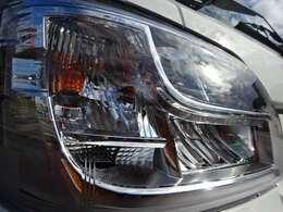 LEDヘッドライト付 2コンプレッサーで庫内冷却が早く車内エアコンも快適利用可能!薄型エバポレーターで庫内が広く使えます コンデンサーはルーフトップ式で空気取入れ効率をUPしてます