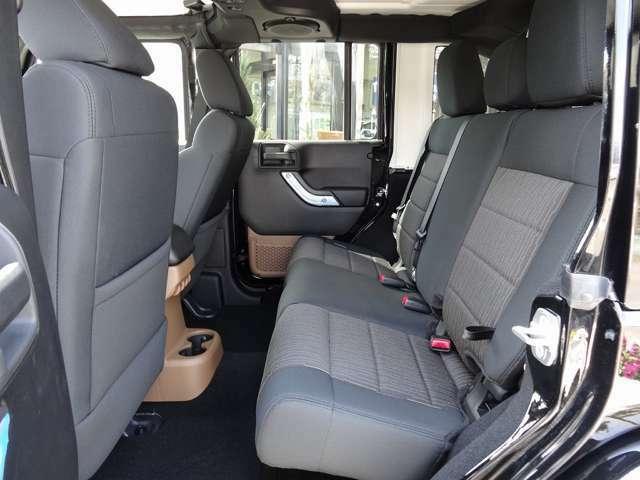 Bプラン画像:タイガーオートオリジナルの人気アイテム 45度まで7段階調整機能付き 窮屈な後席もこれで快適空間に生まれ変わります! 部品+取付工賃で10.8万円になります