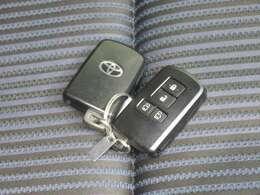 スマートキー標準装備です キーをポケットに入れたままでもドアのロック&アンロックができ、雨の日や、荷物の多い時に大活躍です
