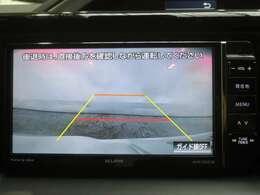 後方確認はオマカセのリアカメラ付。 車庫入れもラクラクですね。