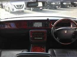 メーカーツインナビ 本革シート シートヒーター パワーシート 後席リフレッシュシート ウッドコンビハンドル ウッドパネル クルーズコントロール エアサスコントローラー 後席オートドア