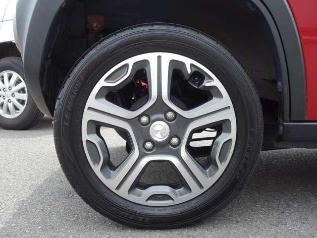 タイヤのミゾも中古車選びのポイントですね!ツルツルだとすぐタイヤ代が何万もかかりますね!
