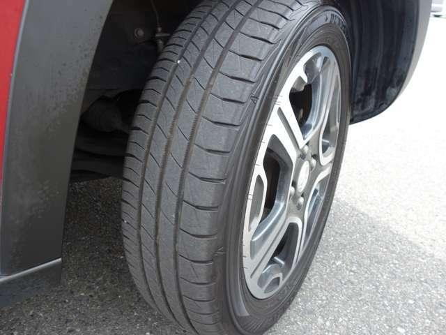 純正15インチアルミホイール!タイヤの溝は5分山はあります!サイズは165/60R15です!