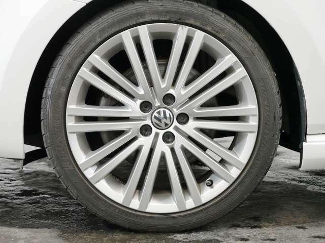 Blue GT専用10ツインスポーク17インチアルミホイール ☆関東最大級のAudi・VW専門店!豊富な専門知識・経験で納車後もサポートさせていただきます☆
