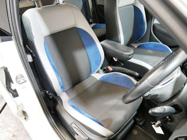 Blue GT専用ブルーアルカンターラ/チタンブラックファブリック/グレーレザー調スポーツシート ☆ご来店のご都合がつかない方は、お勤め先・ご自宅等ご指定の場所へ車輌をお持ちいたします☆
