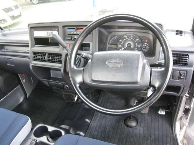 ハンドルも非常にきれいな状態に保たれております!擦れやすい箇所ですが、へたりもなく使用感を感じません♪運転席エアバッグ付です!